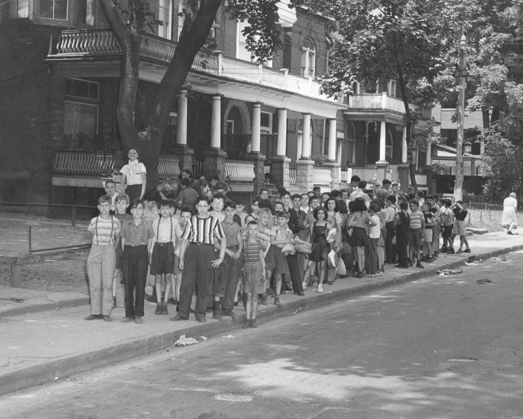Children of the YM-YWHA on Major Street, ca. 1950. The YM-YWHA used a building on Major Street for their after-school children's programs. Although the YM-YWHA had its own athletic building at 15 Brunswick Avenue, activities were still scattered across a few other buildings in the area to meet programming needs.   OJA, fonds 61, series 2-2, item 38.