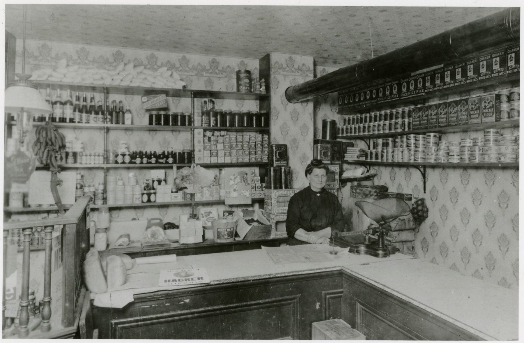 Interior view of Richard's Grocery (Dairy) at Nassau and Lippincott Streets in 1905.   OJA, item 2944.