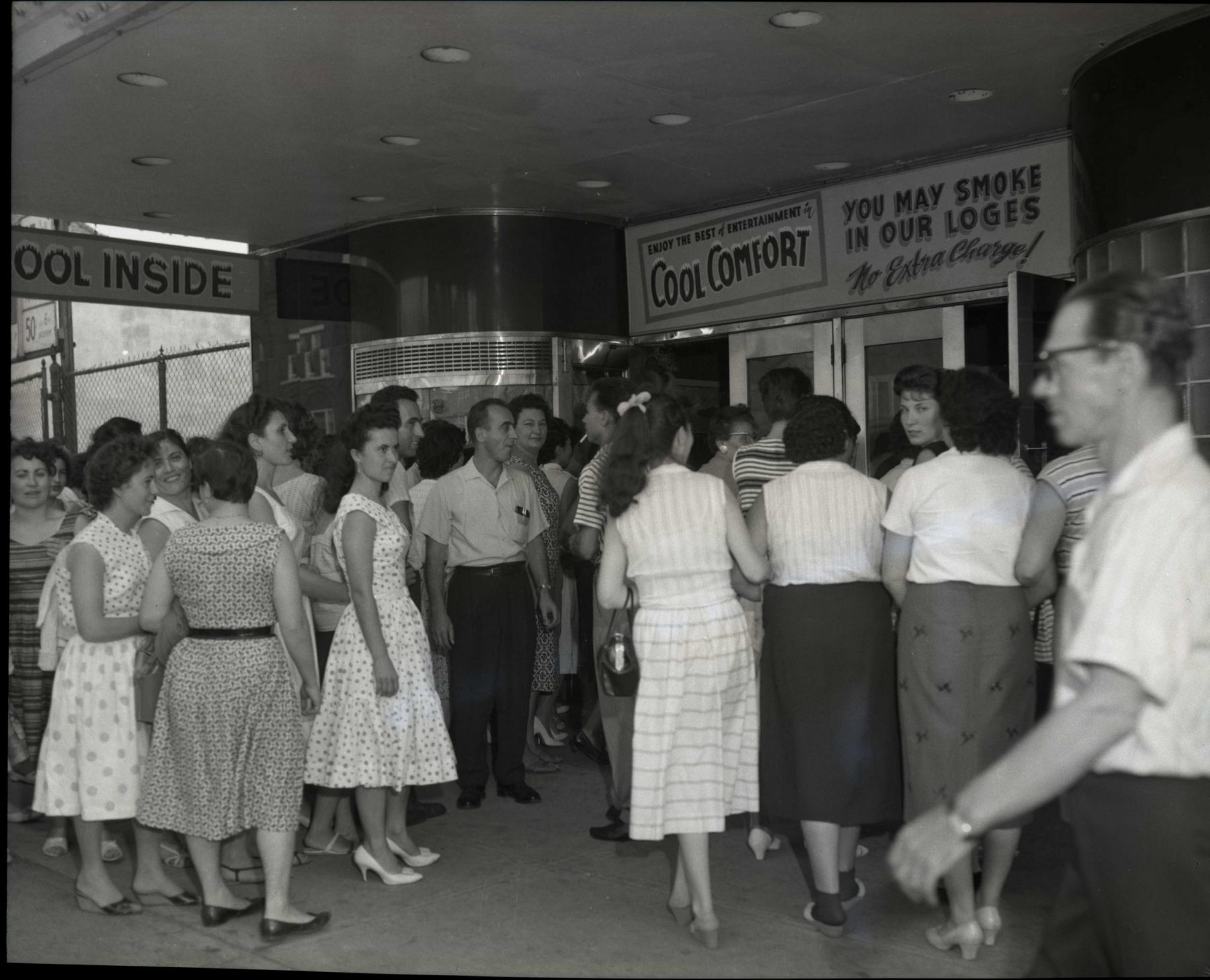 Garment workers arriving at the Victory Theatre for the Cloakmakers' Union rally in September 1960. The Union was organized to assist and protect workers in the women's garment industry.   OJA fonds 18, series 3, file 53, item 5.